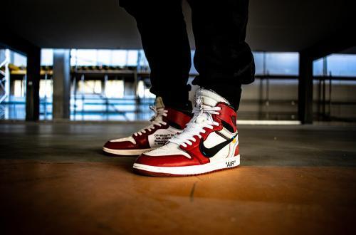 nike_air_jordan_rouge_et_blanche