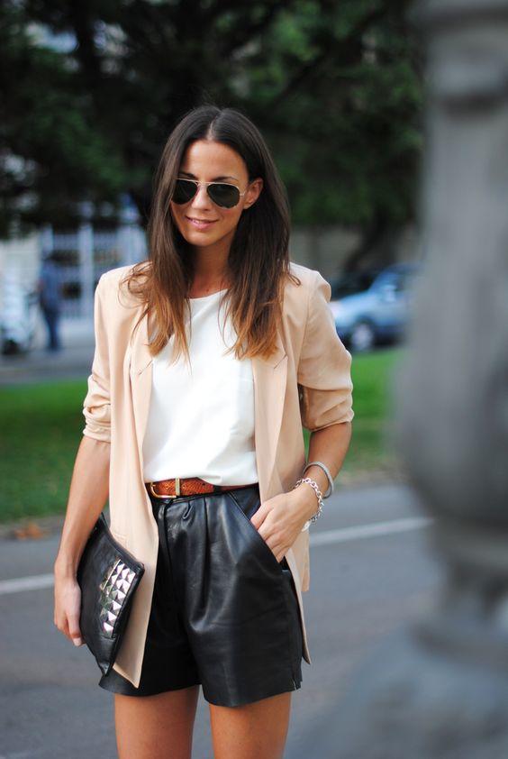 femme-tenue-short-similicuir