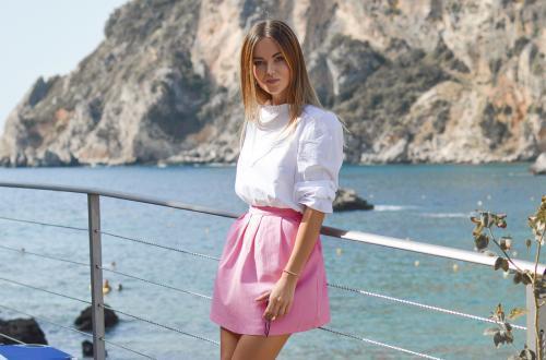 tamara-bellis-avec-jupe-rose