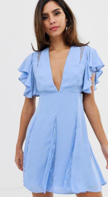 robe-bleue-courte-finissions-dentelle