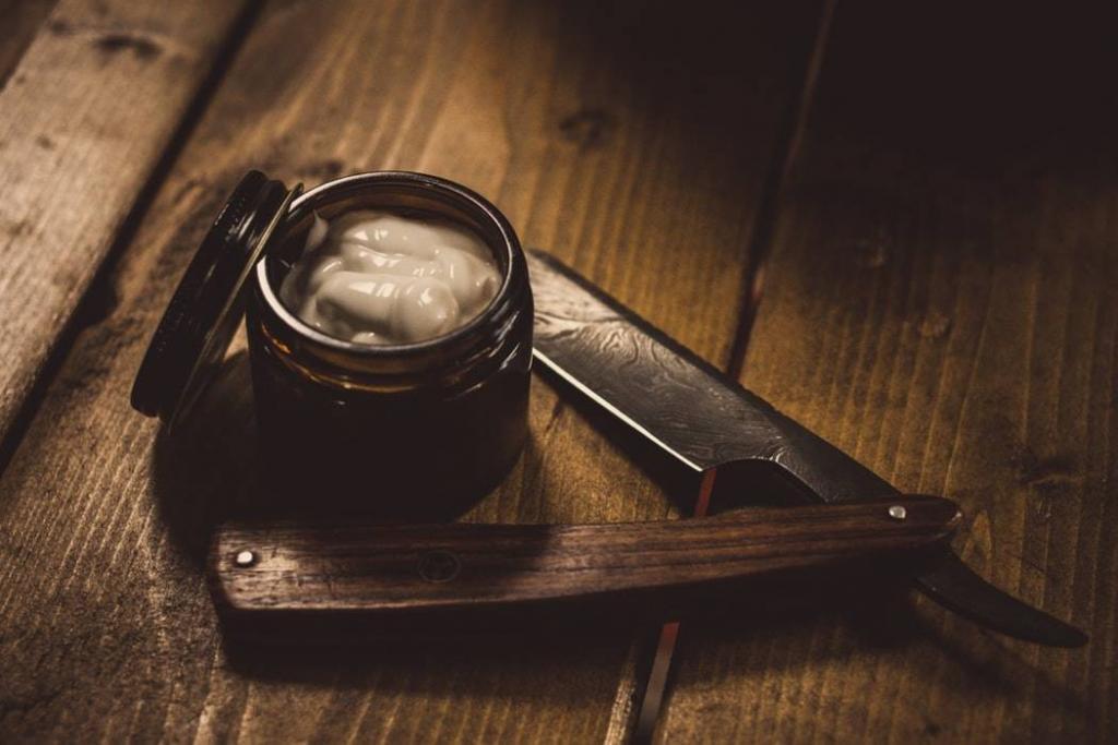 shavette-pour-barbe-et-creme