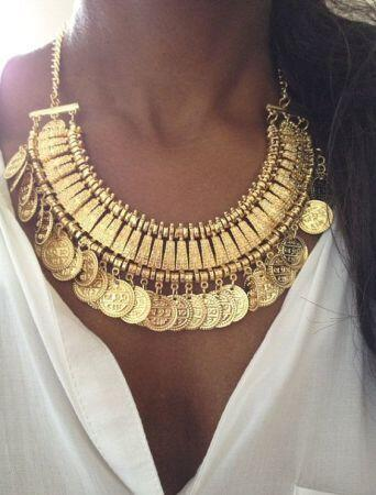 collier plastron or