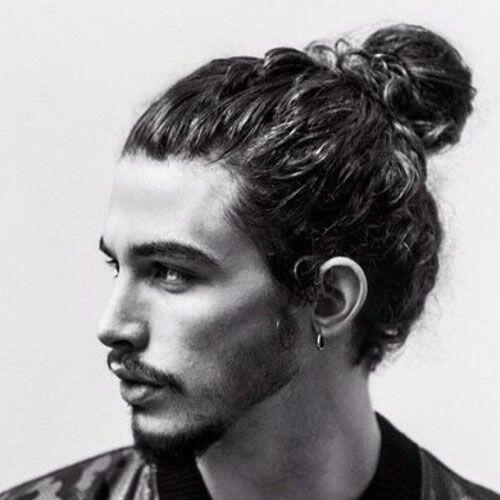 coupe cheveux long chignon homme