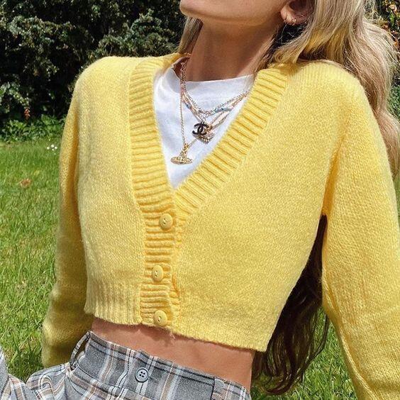 pull jaune pastel
