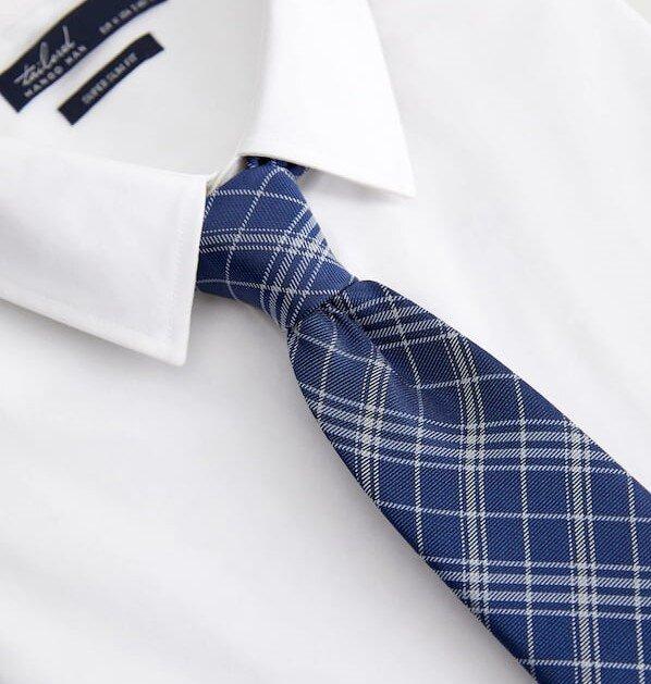porter une cravate à carreaux