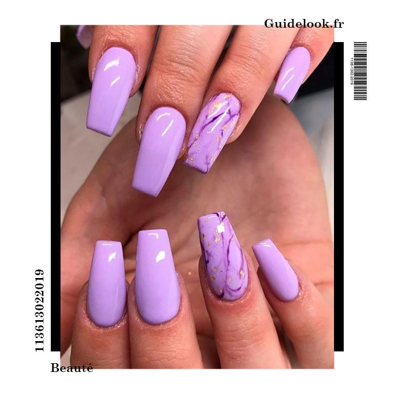 ongles violet pastel marbre